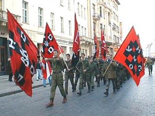 """Caroline Fourest : """"Les Femen ne sont pas nazies !"""" Bon, enquêtons alors… Right-sector-manifestation"""