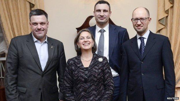 Les néo-conservateurs sont les personnes à surveiller de très, très près... Victoria-nuland-tyahnybok