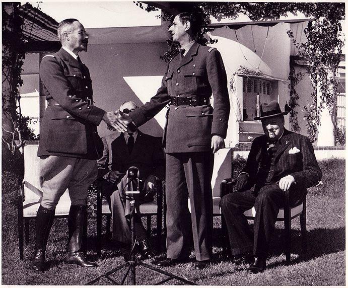 Général Giraud promue par Roosevelt pour tenter de contrer Charles de Gaulle Lhistoire vraie : il y a 50 ans, le 6 juin 1964, Charles de Gaulle refusait de commémorer «le débarquement des anglo saxons»