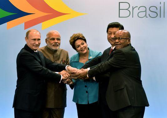 Les présidents russe, indien, brésilien, chinois et sud-africain au sommet des BRICS le 15 juillet (AFP/NELSON ALMEIDA).