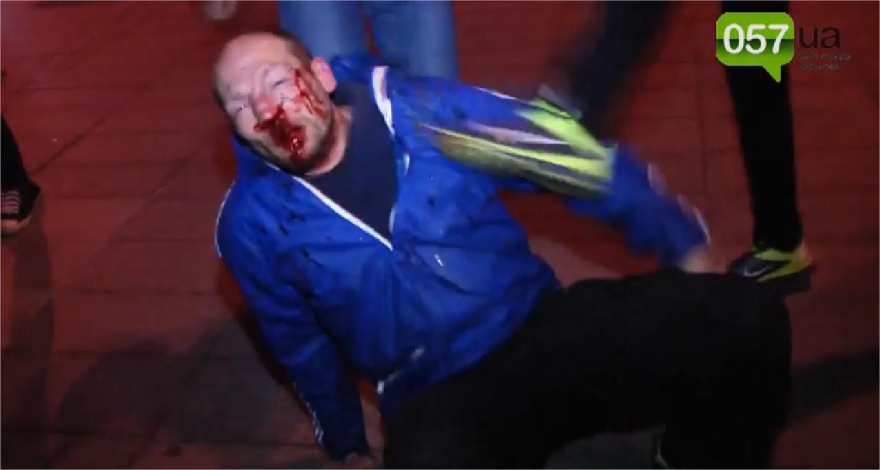 Affrontements en Ukraine : Ce qui est caché par les médias et les partis politiques pro-européens - Page 15 Violence-11