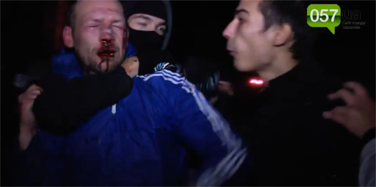 Affrontements en Ukraine : Ce qui est caché par les médias et les partis politiques pro-européens - Page 15 Violence-4