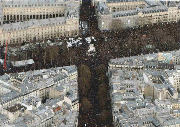 Vue aérienne de la marche républicaine du dimanche 11 janvier, à la place de la République