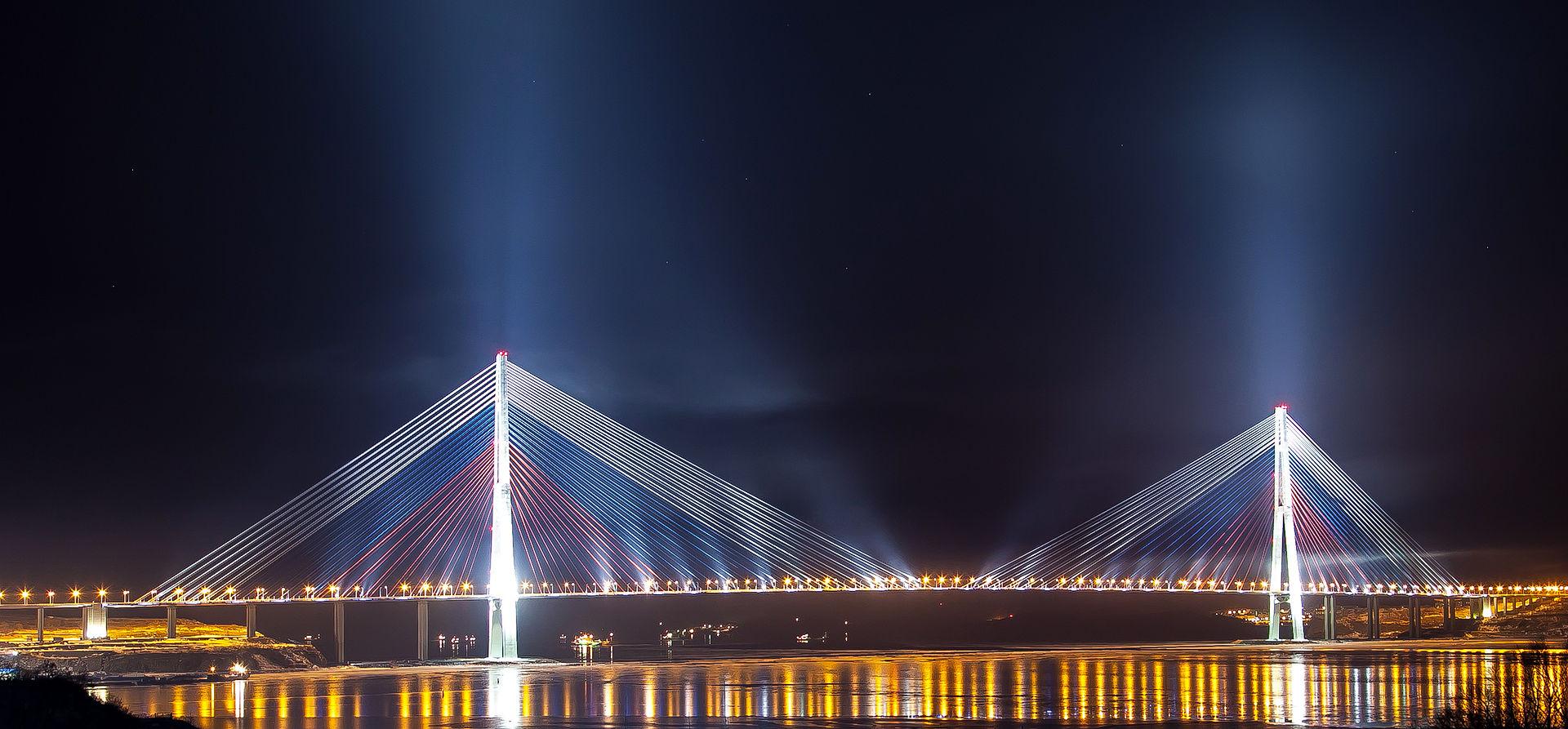 Pont Russe reliant Vladivostok à l'île Russe