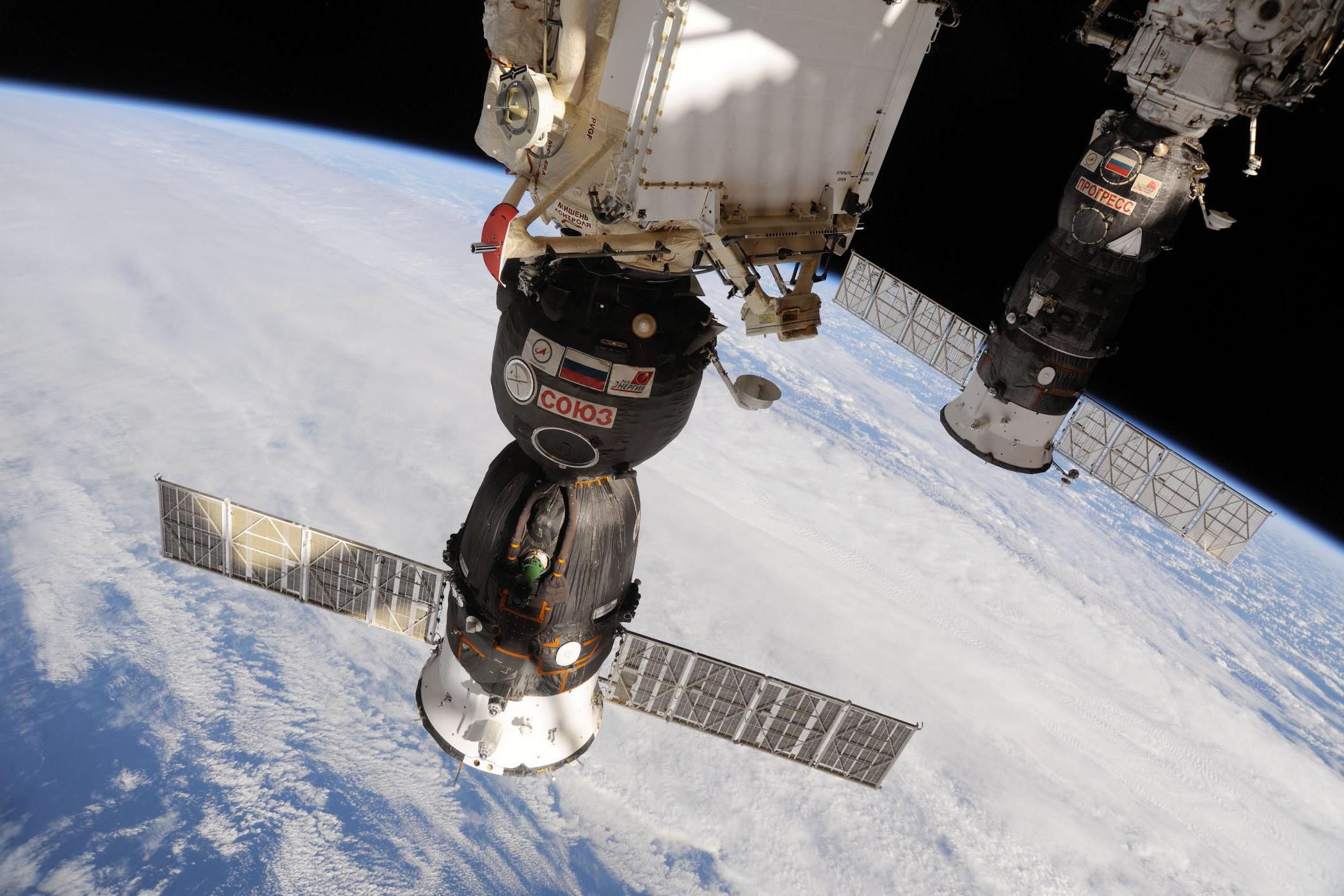 Soyuz et Progress arrimés à la SSI