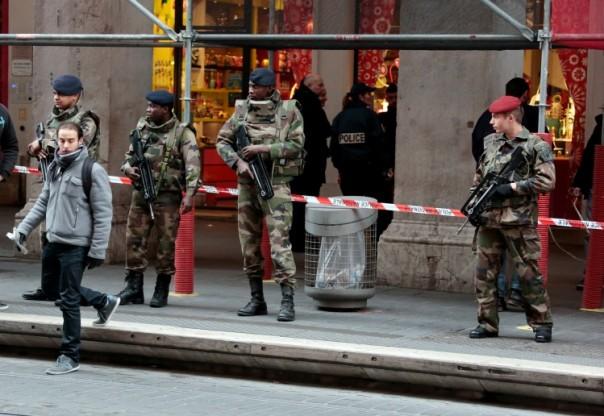 A Nice, le 4 février, après l'agression de militaires devant un centre communautaire juif