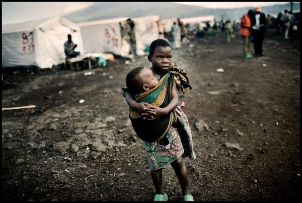 Congo : comment 6 millions de morts peuvent ils être placés sous silence médiatique ? … Rdc-congo-enfants-greatphotojournalism.com_-e1410715867419