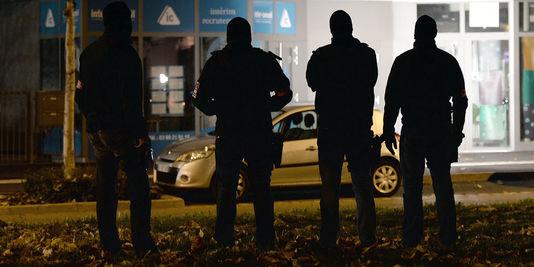 Attentats de Paris: ce qu'il faut savoir, ce qu'il ne faut pas oublier, ce dont il faut se méfier! 4815813_3_a084_des-policiers-a-strasbourg-le-16-novembre_37e2473229961e7194ec4ac8bc333f7d