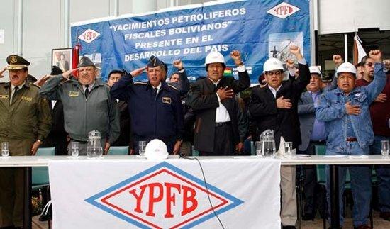 Le gouvernement d'Evo Morales a pris le contrôle des ressources naturelles et une nouvelle constitution donne une légitimité à ses décisions. Les secteurs oligarchiques et la Maison Blanche ont systématiquement essayé de déstabiliser le processus politique. Mais 65% de la population soutient le gouvernement.