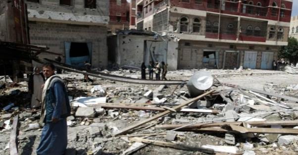 Hôpital Al-Thawra , Taïz, Yémen, bombardé quelques semaines après l'hôpital Haydan de MSF. Selon le Comité international de la Croix-Rouge, depuis le mois de mars 2015, la coalition saoudienne a bombardé plus de cent lieux de soins au Yémen.
