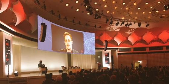 Intervention publique d'Edward Snowden à Berlin samedi soir via une connexion vidéo