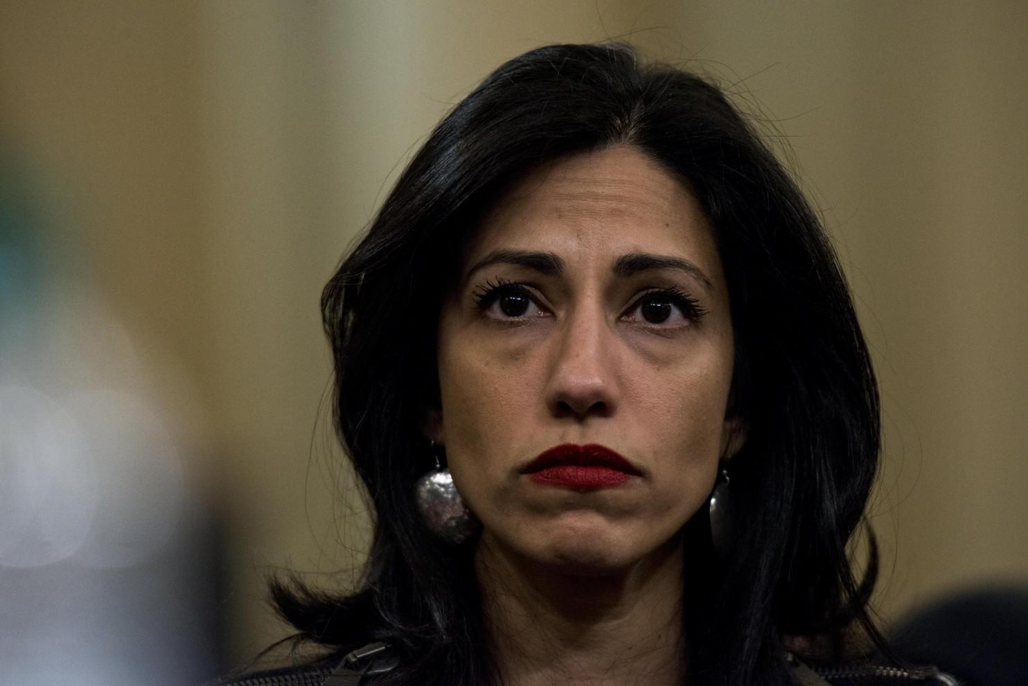 Huma Abedin, une assistante principale de Hillary Clinton, réagit à un témoignage lors d'une audition d'octobre devant la Commission spéciale de la Maison-Blanche sur Benghazi. (Melina Mara/The Washington Post)