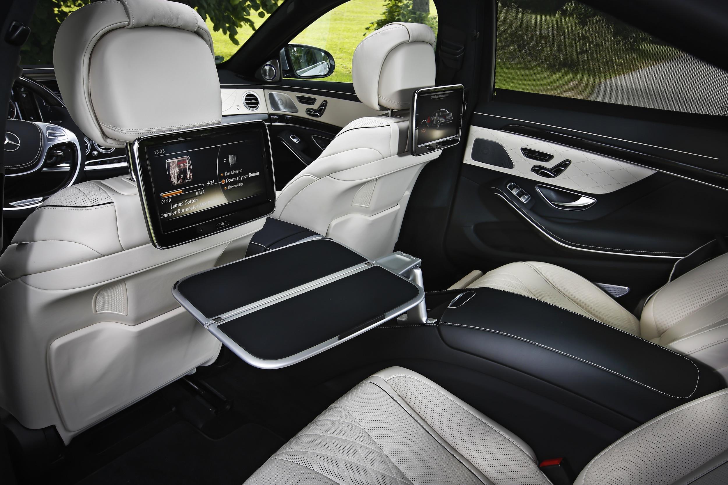 uber signe une m ga commande avec mercedes pour se passer des chauffeurs wakeup info. Black Bedroom Furniture Sets. Home Design Ideas