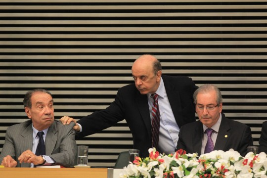 Le sénateur Aloysio Nunes (à gauche) avec le président de la Chambre des députés Eduardo Cunha (à droite) et le sénateur José Serra. Photo: Marcos Alves/Agencia O Globo/AP