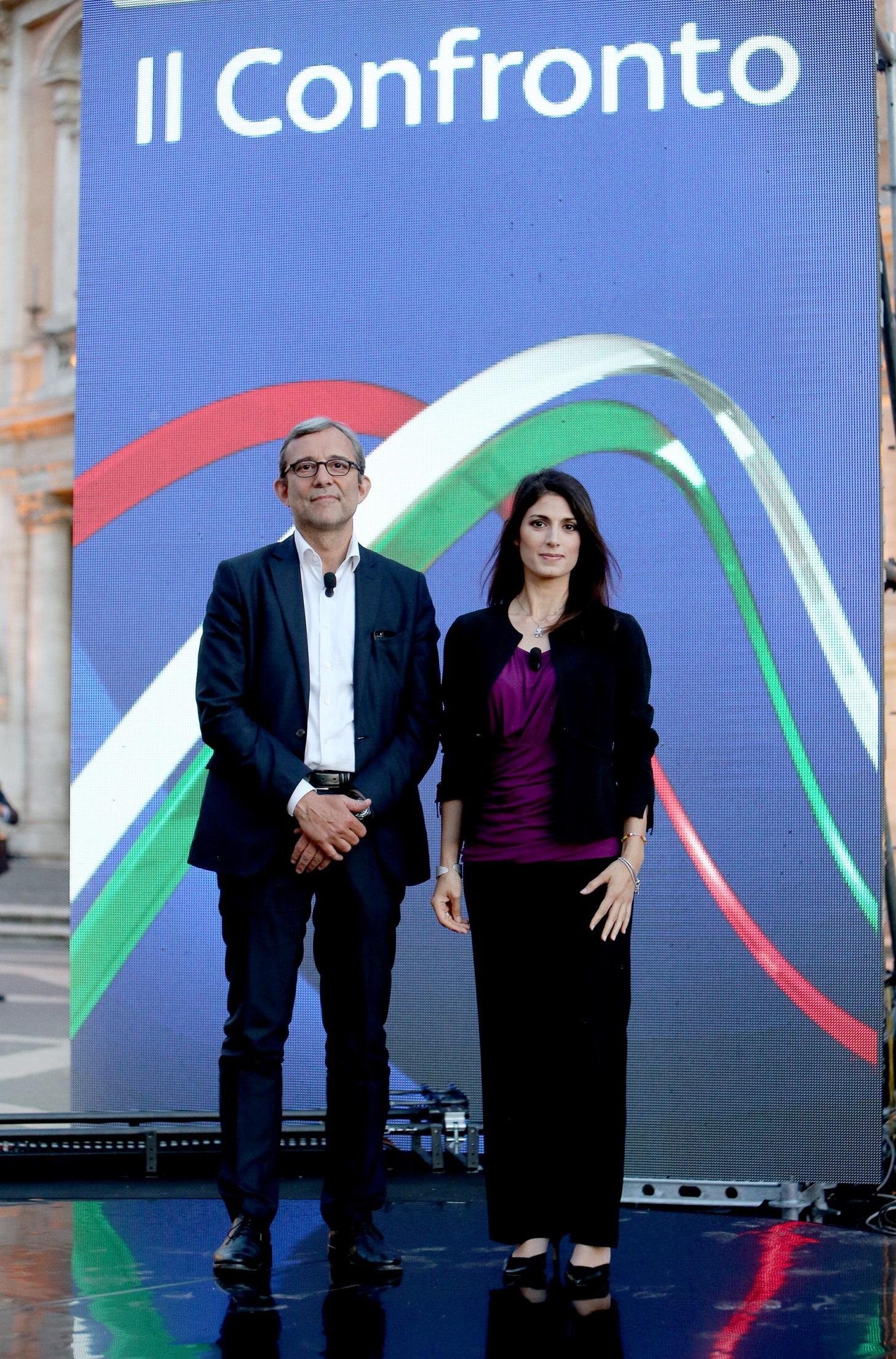 Roberto Giachetti du PD et Virginia Raggi, du M5S, candidats à la mairie de Rome, lors de leur débat à Rome, le 15 juin 2016. (AGF/SIPA)