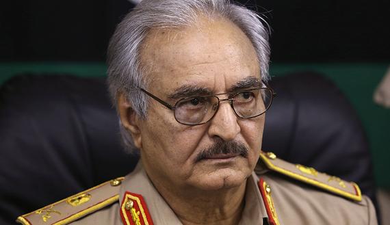 Le général Khalifa Hifter parle durant une conférence de presse à Abyar, à l'est de Benghazi, le 31 mai 2014. (photo by REUTERS/Esam Omran Al-Fetori)