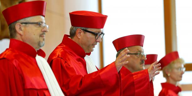 Les juges de Karlsruhe ont dû s'admettre vaincus par la Cour de Luxembourg. (Crédits : Reuters)