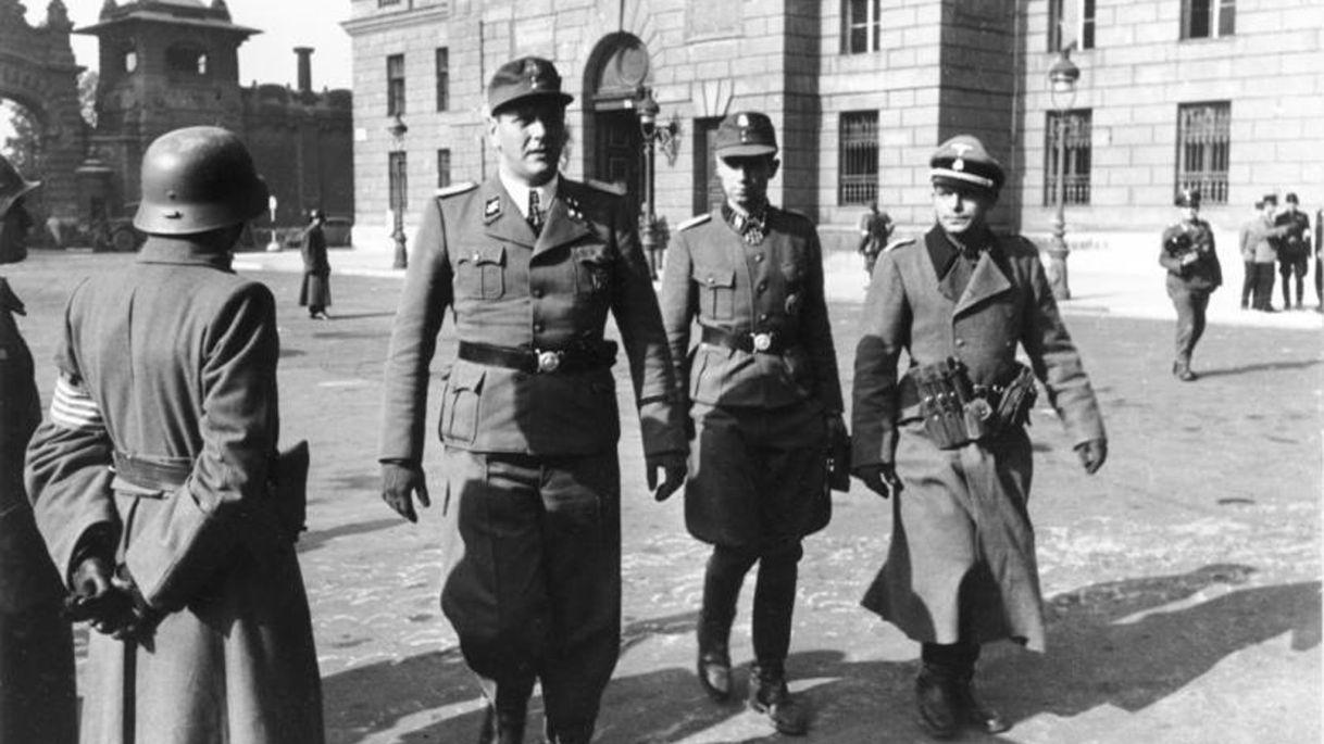 Otto Skorzeny (à gauche) et Adrian von Folkersam (à droite) à Budapest, 16 octobre 1944. Credit: Wikimedia Commons