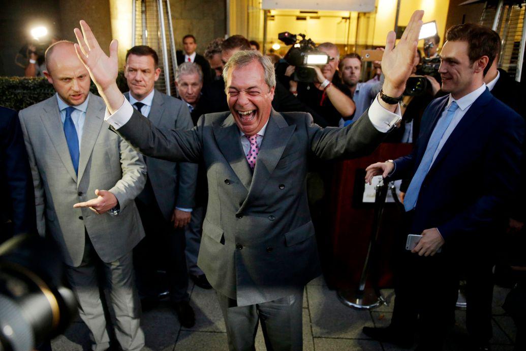 Nigel Farage, le leader du Parti de l'Indépendance du Royaume-Uni (UKIP), fêtant le vote du Brexit la semaine dernière. Matt Dunham/AP