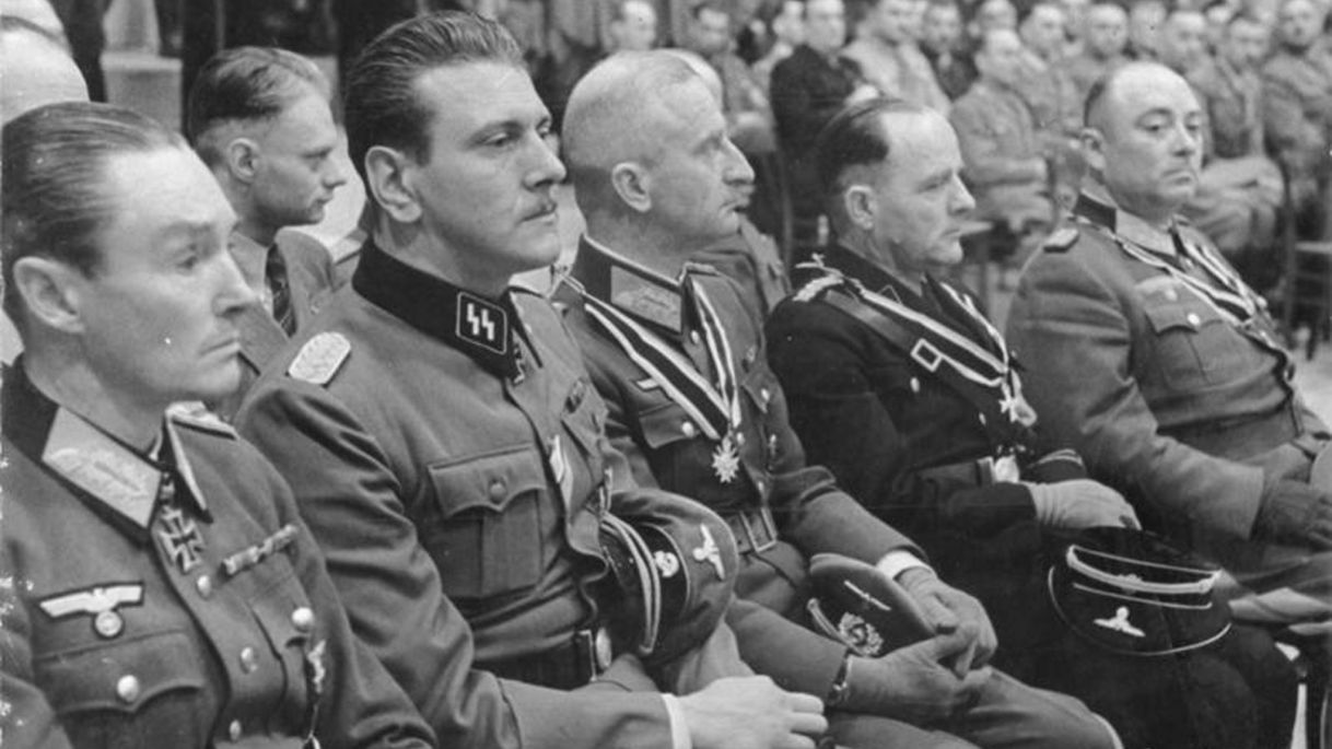 Otto Skorzeny (deuxième à partir de la gauche), 3 octobre 1943. Credit: Wikimedia Commons