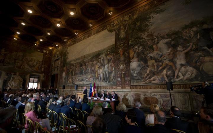 Le débat s'est tenu au musée du Capitole, à Rome, là où furent signés le Traité de Rome de 1957 qui fonda l'Union Européenne et le traité constitutionnel de 2004, voué à l'échec.