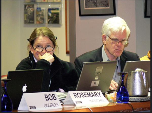 Linton Wells II (à droite) ancien officier chef du renseignement au Pentagone et secrétaire assistant à la défense des réseaux, à une récente session du Pentagon Highlands Forum. Rosemary Wenchel, une haute-fonctionnaire du Département de la Sécurité intérieure des États-Unis, est assise à côté de lui.