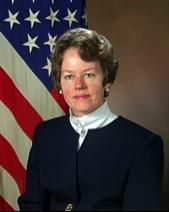 Dr Anita Jones, à la tête de la DARPA de 1993 à 1997, et co-présidente du Highlands Forum du Pentagone de 1995 à 1997, période durant laquelle les dirigeants en charge du programme CIA-NSA-MDSS ont financé Google, et en collaboration avec la DARPA ont utilisé l'extraction de données pour l'anti-terrorisme