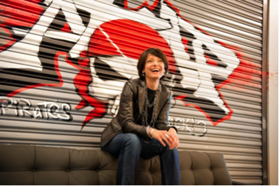 Regina Dugan, ancienne dirigeante de la DARPA et co-présidente du Highlands Forum, maintenant cadre supérieur chez Google – soigne son image de gagnante