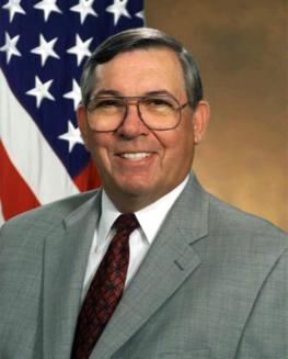Anthony J. Tether, directeur de la DARPA et co-président du Highlands Forum du Pentagone de juin 2001 à février 2009