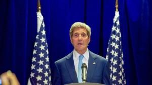 Le secrétaire d'État, John Kerry, lors d'une conférence de presse le 6 août 2015. (State Department photo)