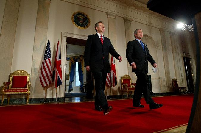 Le premier ministre Tony Blair, à gauche, à la Maison-Blanche avec le président George W. Bush, en janvier 2003. Doug Mills/The New York Times