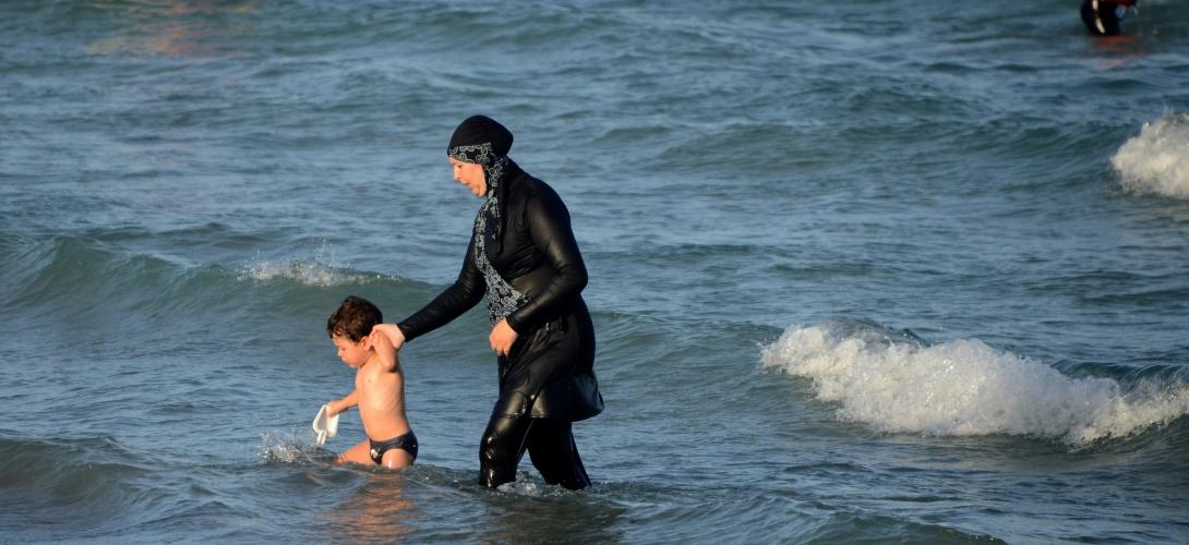 Une tunisienne portant un burkin