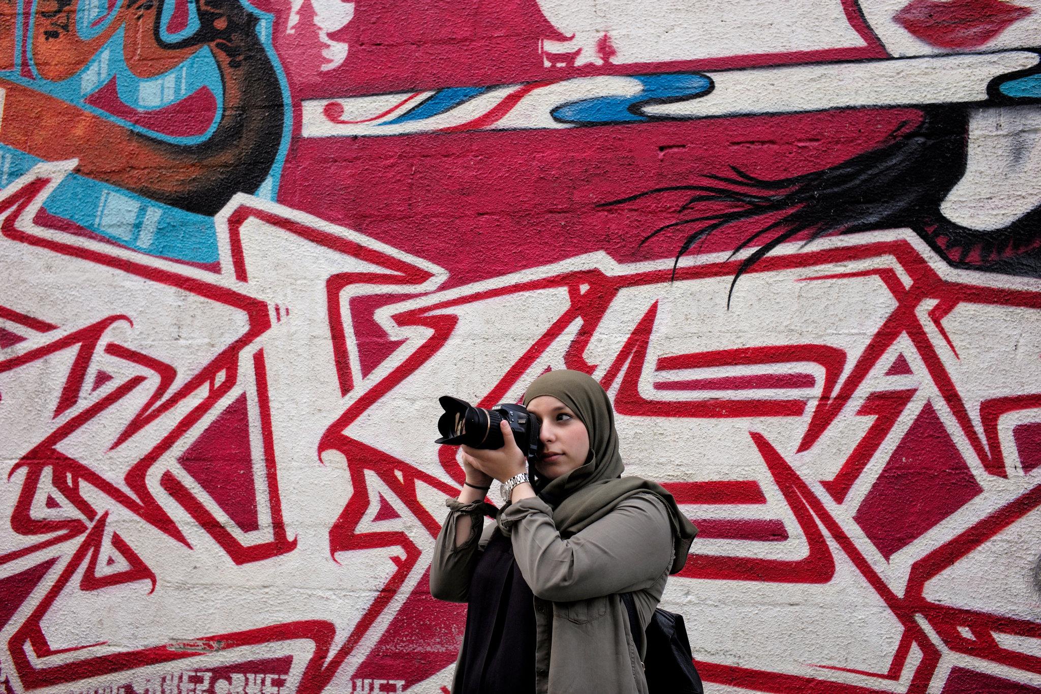 Nawal Afkir, 25 ans, de Bruxelles. Elle est passionnée par la photographie. Credit Gael Turine pour le New York Times