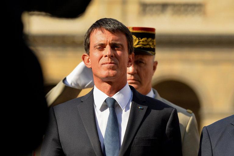 """Manuel Valls, le premier ministre français, à Paris la semaine dernière. Dans une tribune sur le site français du Huffington Post, il """"conteste avec la plus grande vigueur"""" le fait qu'un article du New York Times """"donne la parole à des femmes de confession musulmane en prétendant que leur voix serait étouffée."""" Credit Bertrand Guay/Agence France-Presse — Getty Images"""
