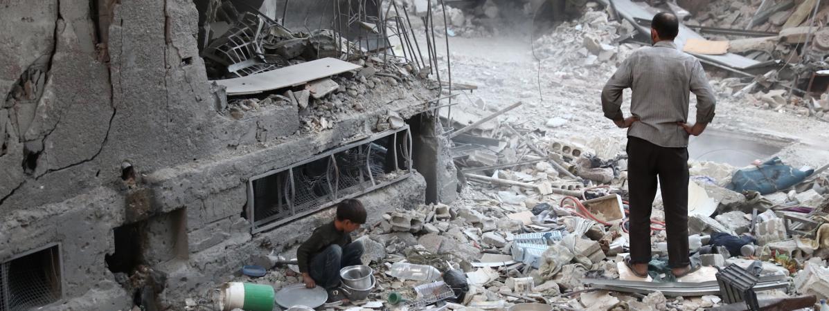 Douma, ville tenue par les rebelles à l'est de Damas, le 3 octobre. (ABD DOUMANY / AFP)
