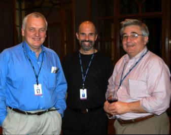 John Rendon (à droite) lors du Forum Highlands, accompagné de Nik Gowing, présentateur à la BBC (à gauche) et Jeff Jonas, ingénieur analytique en chef chez IBM (au centre)