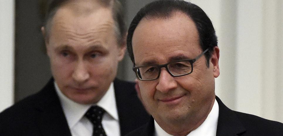 François Hollande et Vladimir Poutine, le 26 novembre 2015 à Moscou. (YURI KADOBNOV / AFP)