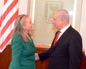 La secrétaire d'État des États-Unis, Hillary Clinton, rencontre le Premier ministre israélien Benjamin Netanyahou, à Jérusalem, le 21 novembre 2012. (Photo du Département d'État)