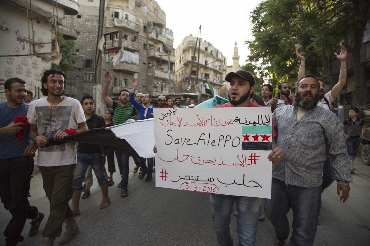 Manifestation contre le régime syrien dans le quartier rebelle de Bustan al-Qasr à Alep, en mai 2016 (AFP / Karam Al-masri)