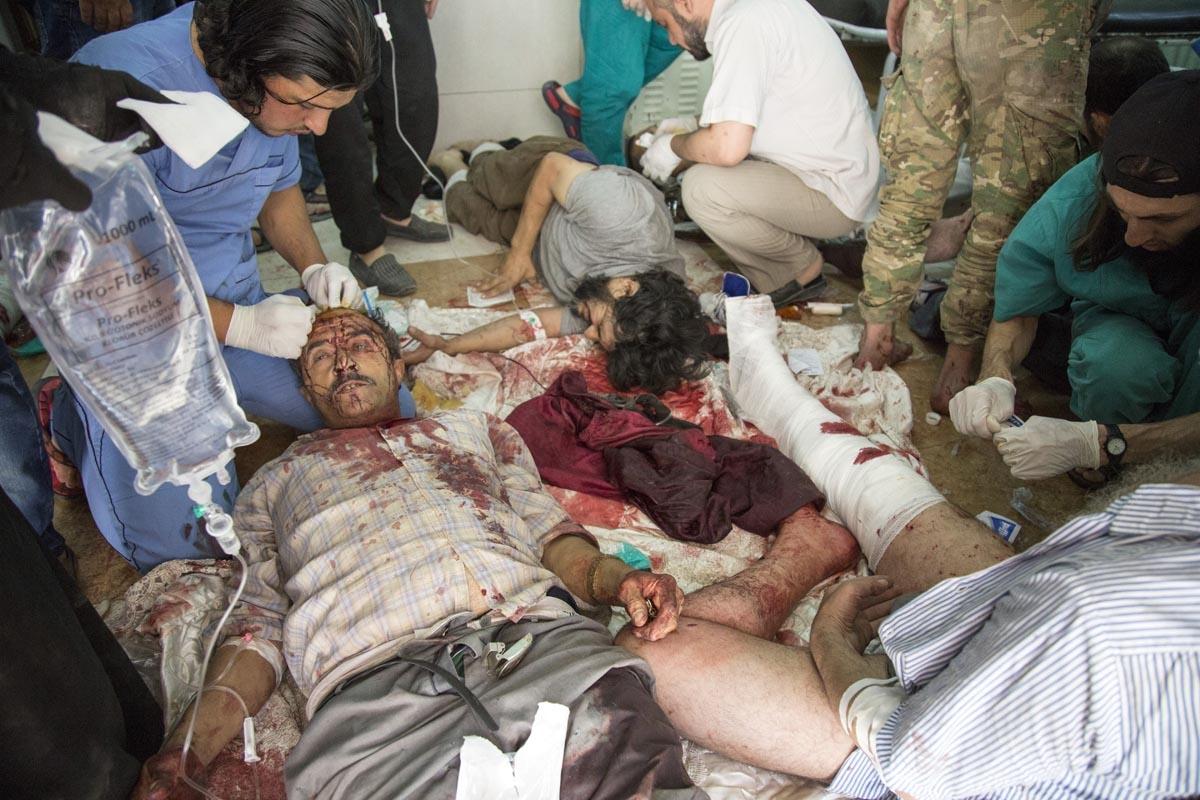 Des blessés dans un hôpital de fortune à Alep après un raid aérien, le 24 septembre 2016 (AFP / Karam Al-masri)