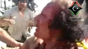Le dirigeant libyen évincé Mouammar Kadhafi peu avant son assassinat, le 20 octobre 2011.