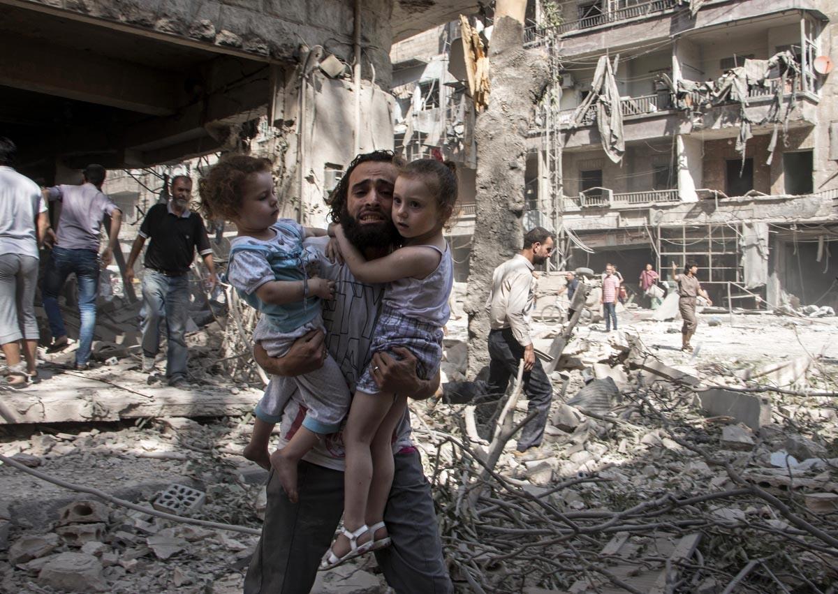 Après une attaque au barils d'explosifs contre un quartier rebelle d'Alep, le 17 septembre 2015 (AFP / Karam Al-Masri)