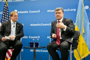 Le président de l'Ukraine, Petro Poroshenko, parlant au Conseil de l'Atlantique en 2014. (Photo credit: Atlantic Council)