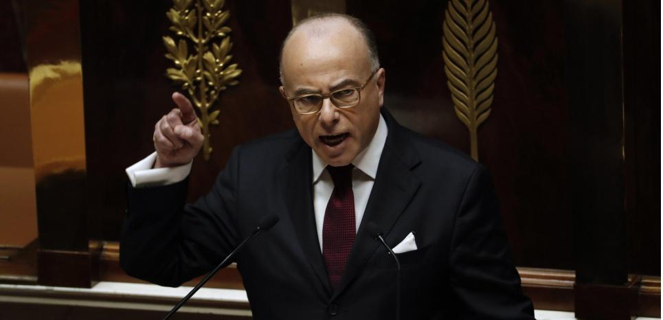 Le Premier ministre Bernard Cazeneuve, lors de son discours de politique générale, à l'Assemblée, le 13 décembre. (PATRICK KOVARIK / AFP)
