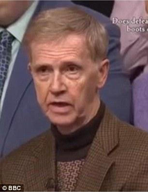 L'ancien ambassadeur britannique en Syrie Peter Ford, sur la BBC, a dit que David Cameron avait adopté la mauvaise attitude envers la Syrie et avait aggravé la situation
