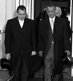 Le président Lyndon Johnson accompagne le président élu Richard Nixon à sa cérémonie d'investiture le 20 janvier 1969.