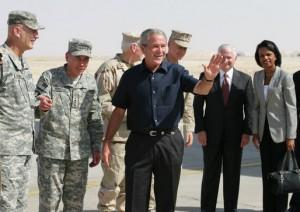 Le président George W. Bush et des membres de son équipe de sécurité nationale en Irak en 2007