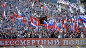 Quelques-uns des 12 millions estimés de Russes qui ont pris part aux parades du Régiment immortel à travers le pays durant trois jours. (Photo RT)