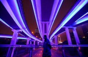 La Chine a lourdement investi dans des infrastructures de transport modernes, dont des lignes de train à grande vitesse.