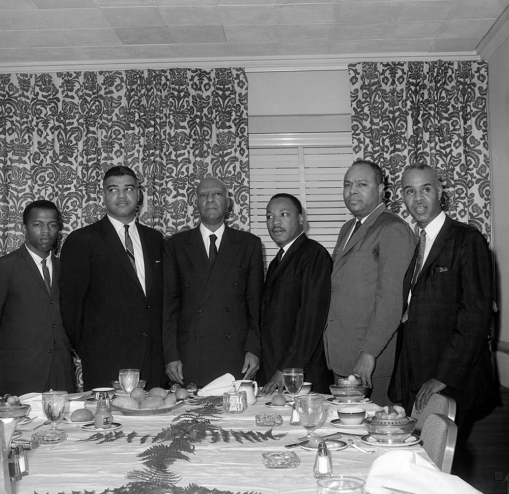 Les leaders des droits civiques, le 6 mars 1963. De gauche à droite : John Lewis, Whitney Young, Philip Randolph, Martin Luther King, James Farmer and Roy Wilkins. (AFP)